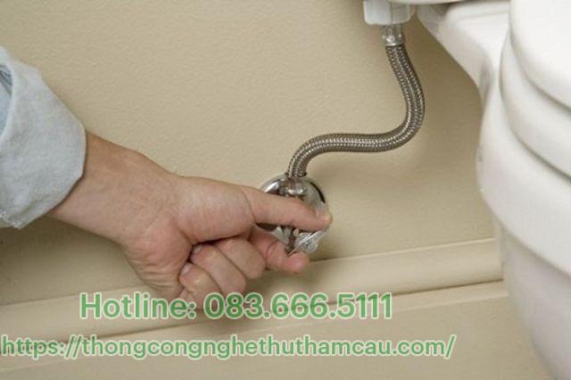 Lắp dây cấp nước bằng tay không
